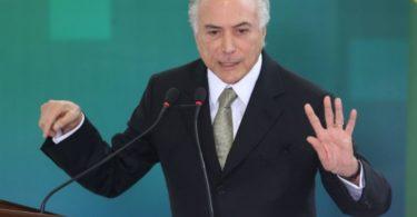 """Michel Temer que disse no Palácio do Planalto a um Grupo de Empresário e Associações ligas a estes que """"NINGUÉM IRÁ FALIR"""""""