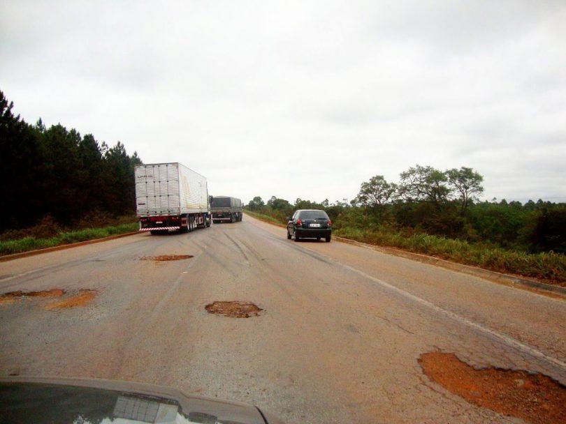 Resultado de imagem para estradas horriveis no brasil