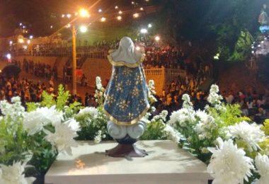 A Virgem da Lapa e seus Fieis em Virgem da Lapa 10 de Agostos de 2016. Foto Paroquia São Domingos