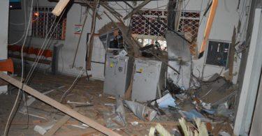 A Agência do Banco de Coronel Murta  ficou assim. Dos 3 Caixas um foi levado e os outros 2 detonados. Foto Dindol da Lider