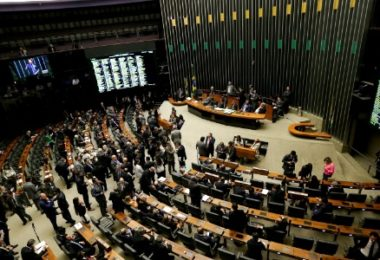 13jul2016-deputados-se-reunem-no-plenario-para-a-sessao-que-definira-em-eleicao-o-novo-presidente-da-camara-dos-deputados-1468456961633_615x300